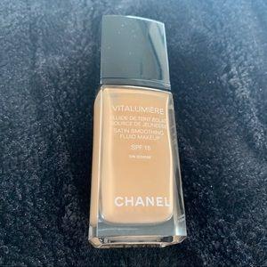 Chanel Foundation-Vitalumiere spf15